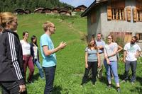 Robert Huber (WSL), the organizer, explains the conduct of the outdoor group activity.
